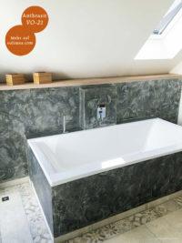 Mikrozement fugenlose Volimea Wandbeschichtung im Badezimmer - Anthrazit VO-21 mit Silberlasur