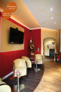 Mikrozement fugenlose Volimea Wandbeschichtung im Bar-Bereich - Champagner VO-32