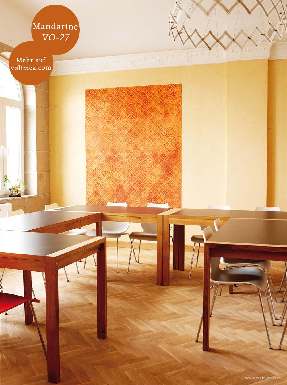 Mikrozement fugenlose Volimea Wandbeschichtung im Büro - Mandarine VO-27 schabloniert