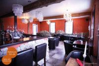 Mikrozement fugenlose Volimea Wandbeschichtung in einem Cafe - Kaminrot VO-26