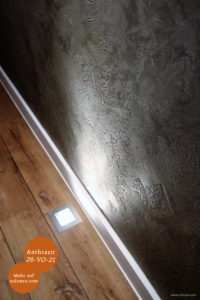Mikrozement fugenlose Volimea Wandbeschichtung in einem Gastraum - Anthrazit 26-VO-21