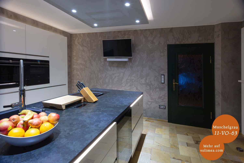 Mikrozement fugenlose Volimea Wandbeschichtung im Küchenbereich - Muschelgrau 11-VO-63