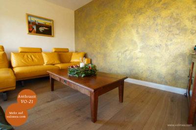 Mikrozement fugenlose Volimea Wandbeschichtung im Wohnbereich - Anthrazit VO-21 mit Goldlasur